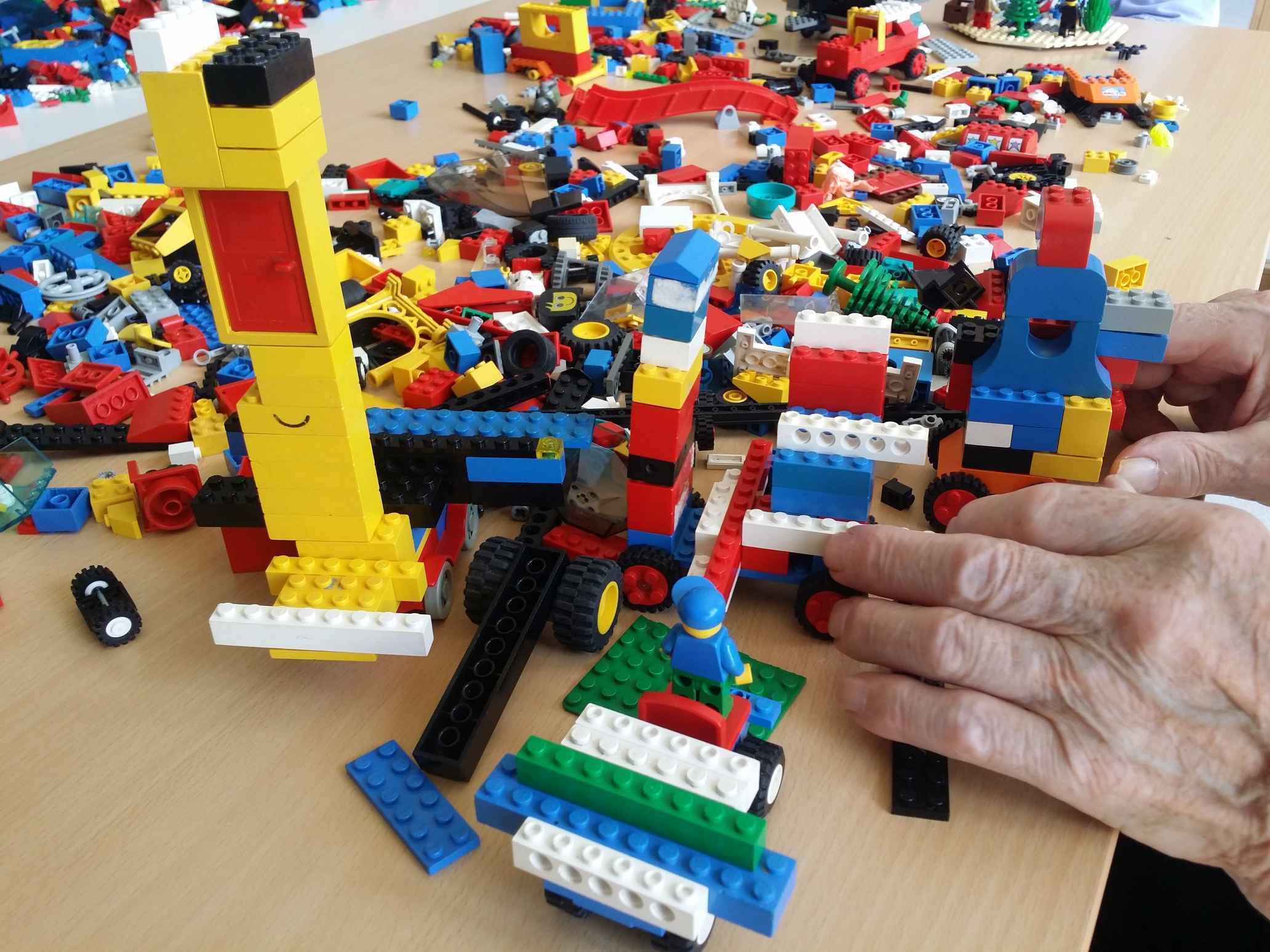 Inštitut 4.0, starostniki in lego